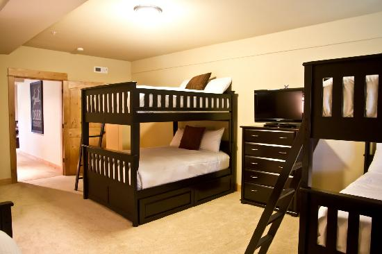 The Grand Lodges: Bunk Bed Room