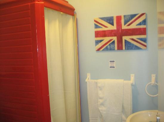 Scarborough Travel and Holiday Lodge : BATHROOM