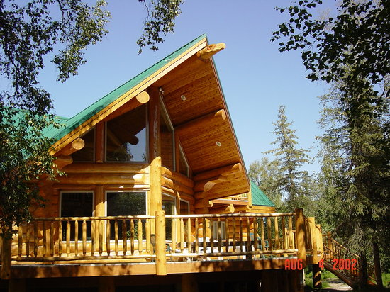 Bob's Cabin & Guide Service: Main Riverfront Lodge