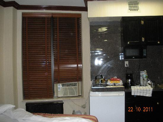 Radio City Apartments: The Gas Stove Close To The Bed And The Window