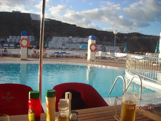Carlota Apartments : pool