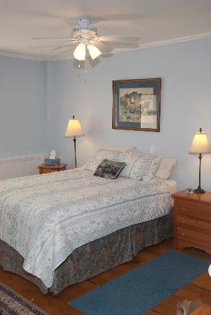 Jamaica House Bed & Breakfast: Blue Room