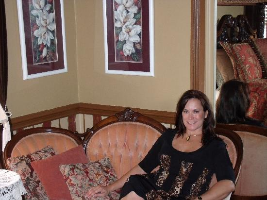 The Aerie Bed and Breakfast: Enjoying the beautiful settee