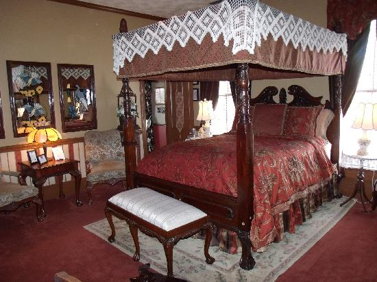 The Aerie Bed and Breakfast: MOST comfortable bed!