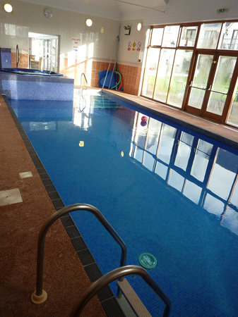 Heywood Spa Hotel: Pool and jacuzzi.