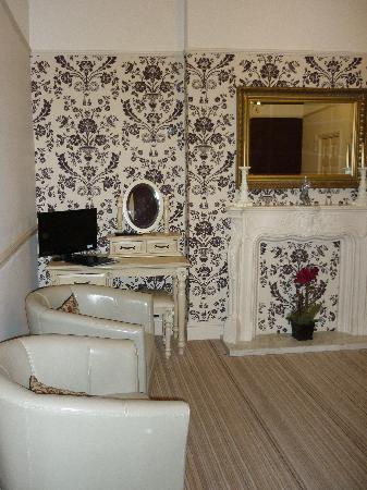 Lauriston Court Hotel: room 1