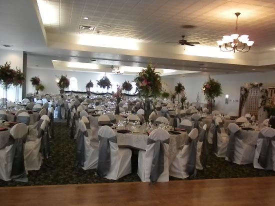 Deer Valley Lodge & Golf: Banquet Hall -- Wedding Reception