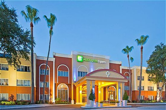 Holiday Inn Express Clearwater East - ICOT Center : Exterior Hotel