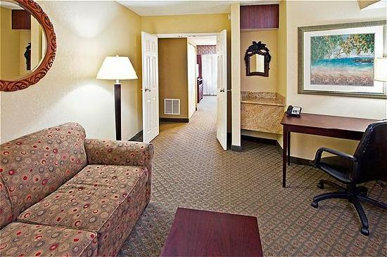 Holiday Inn Express Clearwater East - ICOT Center: King Suite