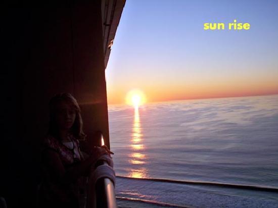 Beach Cove Resort: SUN RISE