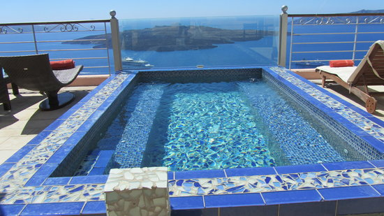 Nefeles Suites Hotel : Plunge pool on the rooftop to share your afternoon bevy