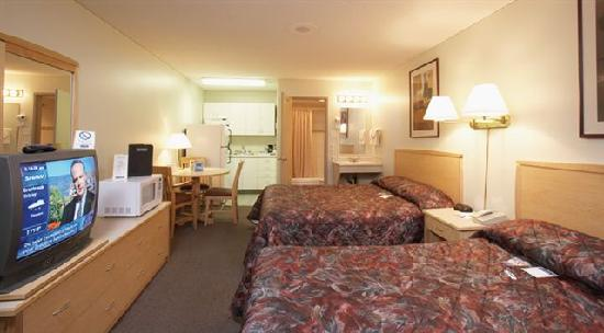 Canadas Best Value Inn & Suites: Double Queen with Kitchen