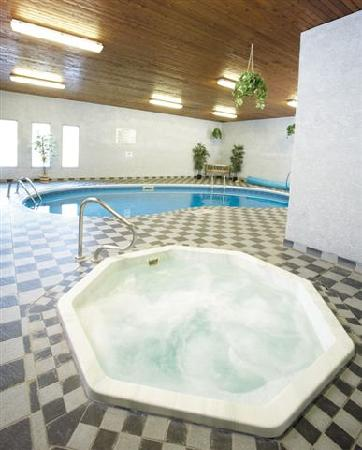 Travelodge Three Sisters: Pool and Hottub