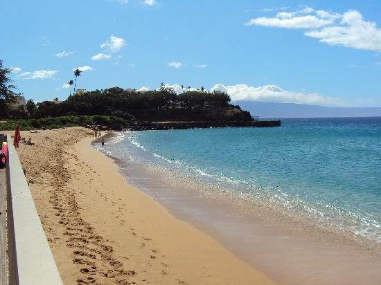 Maui Eldorado : View of Black Rock from the beach cabana
