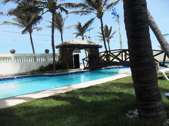 Casa Prainha Pousada: Vista da piscina e área social