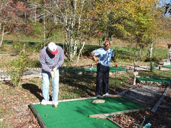 Murphy, NC: Fun on the putt-putt course