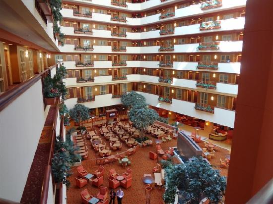 Embassy Suites by Hilton East Peoria - Hotel & RiverFront Conf Center: Lobby