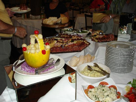 Los Pinos Resort & Spa Termal: parte del buffet de entrada
