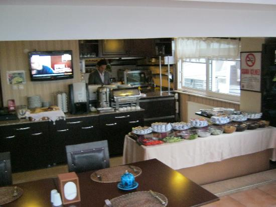 Mevlana Hotel: breakfast starts at 7am