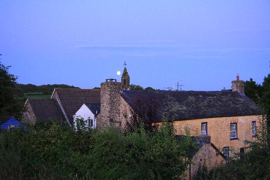 Plas Farmhouse B & B: plas farmhouse by moonlight