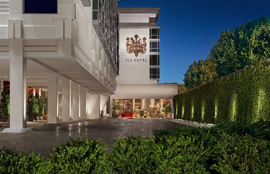 SLS Hotel, A Luxury Collection Hotel, Beverly Hills: Front Drive