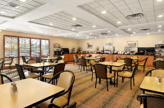 Wingate by Wyndham Calgary: Expanded Continental Breakfast Area