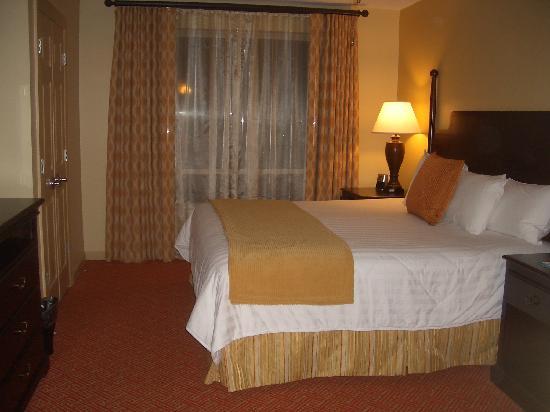 Wyndham Old Town Alexandria: master bedroom