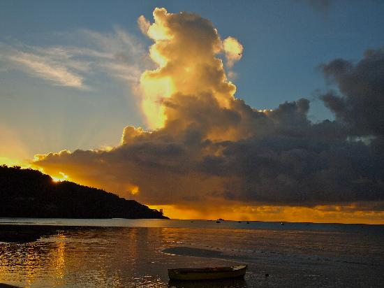 La Residence Villas & Studios: Sunset over Anse La Mouche