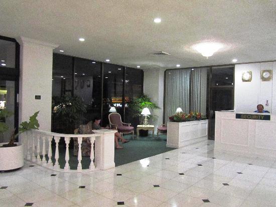 Royal Waikiki Condos: Lobby