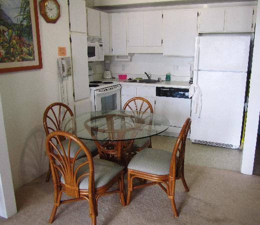 Royal Waikiki Condos: Kitchen