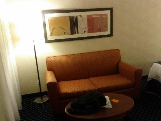 Courtyard Phoenix Mesa : Sofa Area