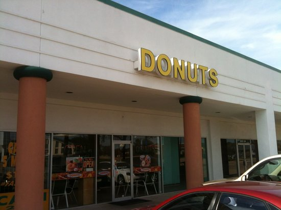 Donut Palace: Exterior view in strip mall