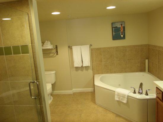 Master Bathroom Picture Of Wyndham At Waikiki Beach Walk Honolulu Tripadvisor