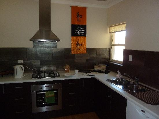 Angaston Mews Apartments: Kitchen