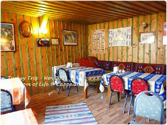 Anatolia Cave Pension: Reception area & BF & using internet