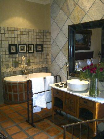 Terra Casa: bathroom