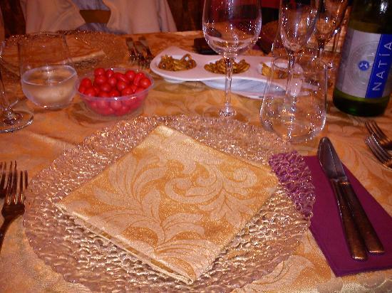 Ristorante - Pizzeria La Veranda: Posto tavola apparecchiato
