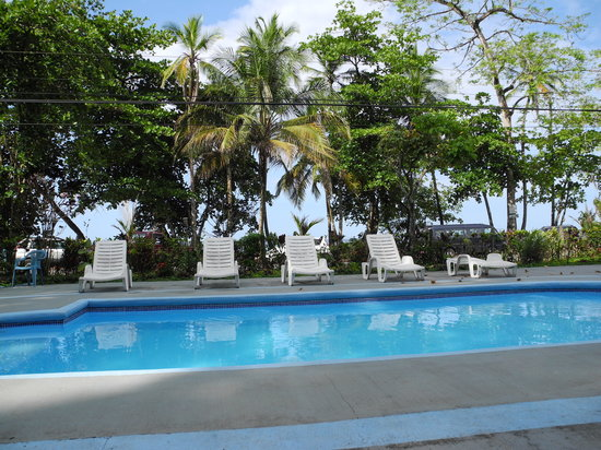 Paradise Island Lodge: pool