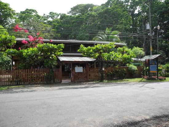 Paradise Island Lodge: eingang areal