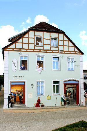 Hotel Am Brauhaus: Außenansicht (künstlerische Wandgestaltung - Posthalterhof und Brauereigasthof)