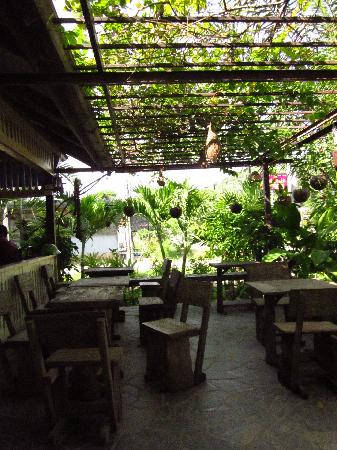 Sonya Restaurant & Guesthouse : The outside eating area