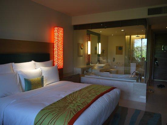 Renaissance Phuket Resort & Spa : Deluxe Guestroom