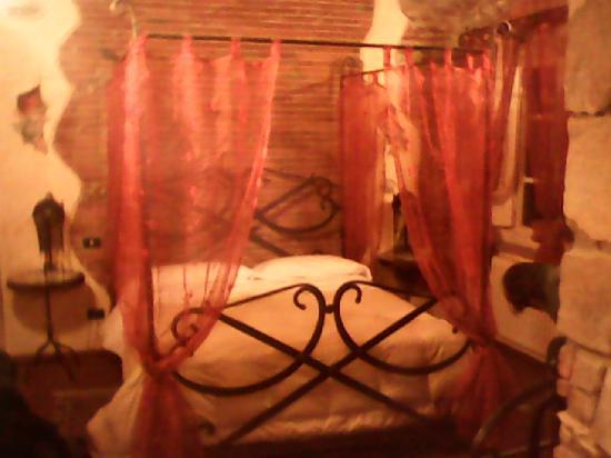 Corte Dei Folletti: La camera - Il letto