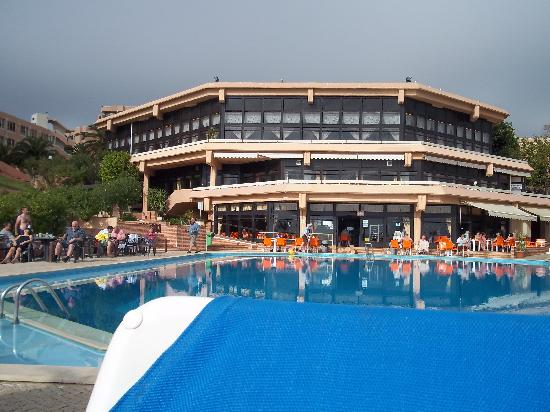 Auramar Beach Resort: main part of hotel 3 teired