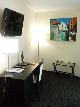 Marina Bay Hotel: Room