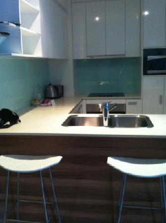 Coco Mooloolaba Apartments: kitchen