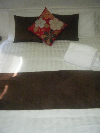 Kangerong Holiday Park: gorgeous bed setting
