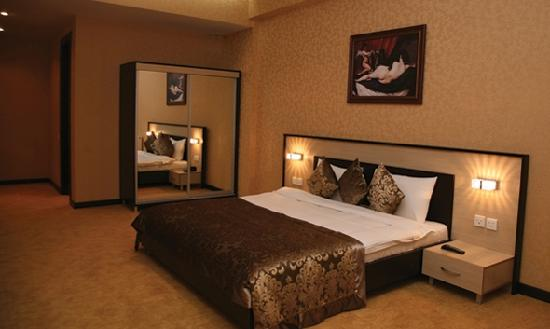 Days Hotel Baku: King Room