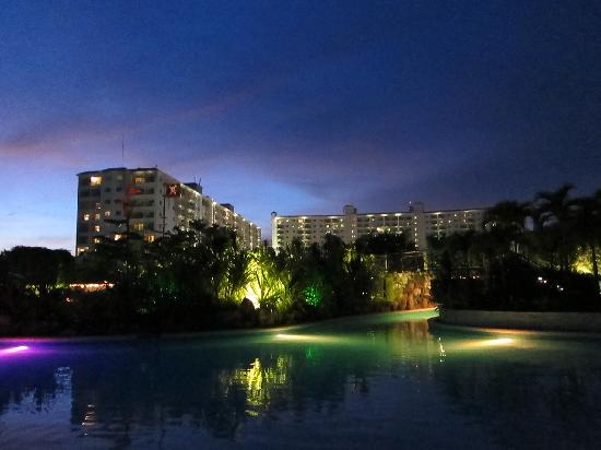 JPark Island Resort & Waterpark, Cebu : a view of the hotel from the beach