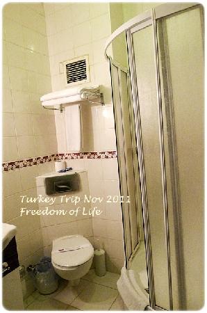 Gazi Park Hotel: Bathroom - hotel Gazi park